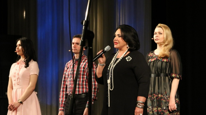 Надежда Бабкина спела с архангельскими музыкантами и рассказала им, как сделать своей тюремную песню