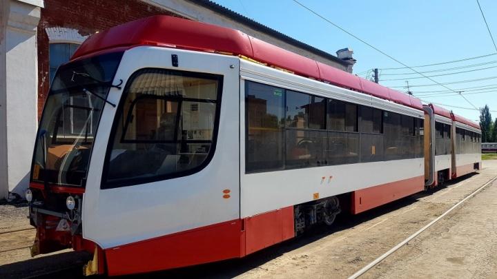 Трамвай на улице Дальней: контактные сети сделают из отечественных материалов