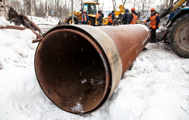 «Водоканал» продолжает вести работу на водопроводе в Маймаксе