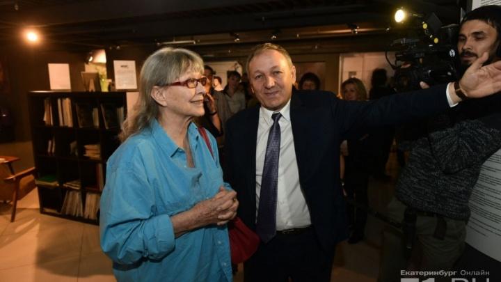 «Я уже с утра плачу»: челябинский лицей присвоил титул декабристки Марине Влади