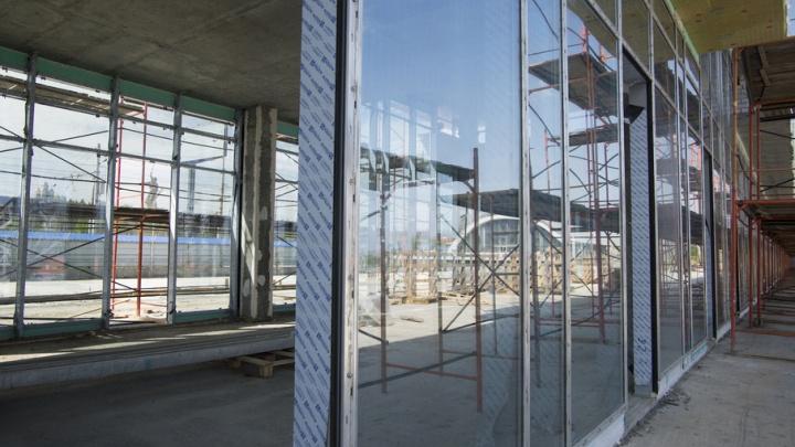 На стадионе «Волгоград Арена» начали монтаж витражей