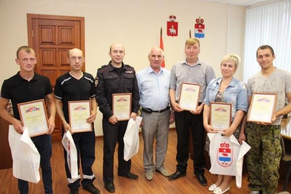 Героев наградили благодарственными письмами и книгами «Моя Парма»