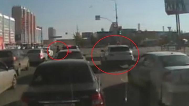 На челябинку, сбившую на Range Rover женщину с младенцем, завели уголовное дело