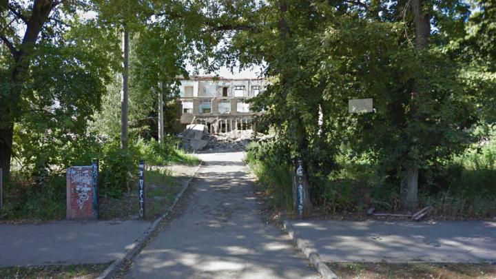 В мэрии Самары рассказали, почему на Вольской сносят здание бывшего интерната