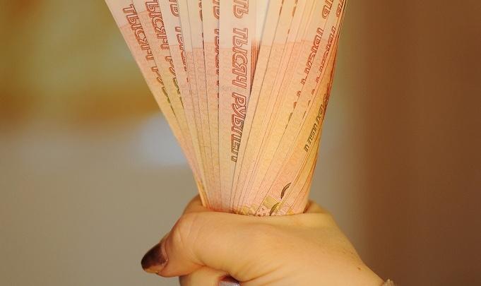 62-летнюю тюменку будут судить за попытку дать сотруднику банка взятку в размере 21 миллиона рублей