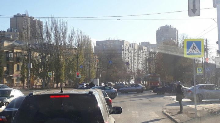 В Волгограде пробка на Второй Продольной захватила два района