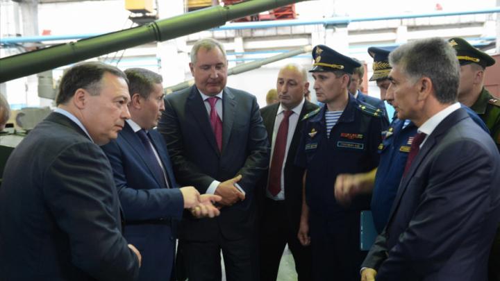 Бочаров и Рогозин на волгоградском тракторном поговорили о ВДВ
