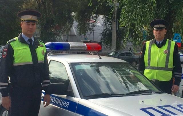 В Самаре инспекторы ГИБДД спасли мужчину, у которого случился инфаркт за рулем