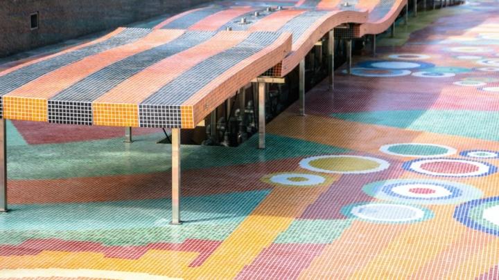 У многострадального фонтана 30-летия Победы откололи кусок гранитной облицовки