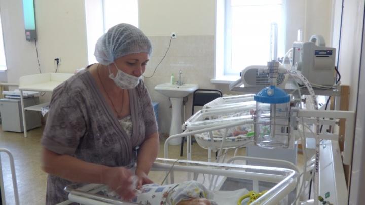 «Рожать некому»: в уходящем году на Южном Урале недосчитались шести тысяч малышей