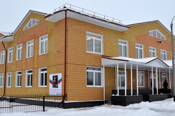 В новом здании не только учебные места с новым оборудованием, но и конференц- и тренажерный залы, а также общежитие
