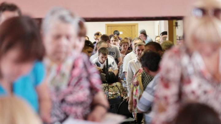 Сотни дольщиков «Академ Riverside» устроили давку в калининской райадминистрации