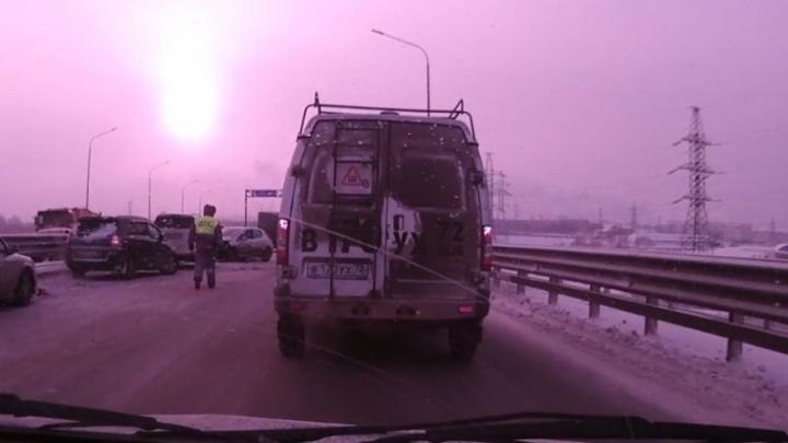12 автомобилей столкнулись на тюменской объездной