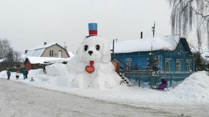 В Ярославле появилась гигантская горка-собака