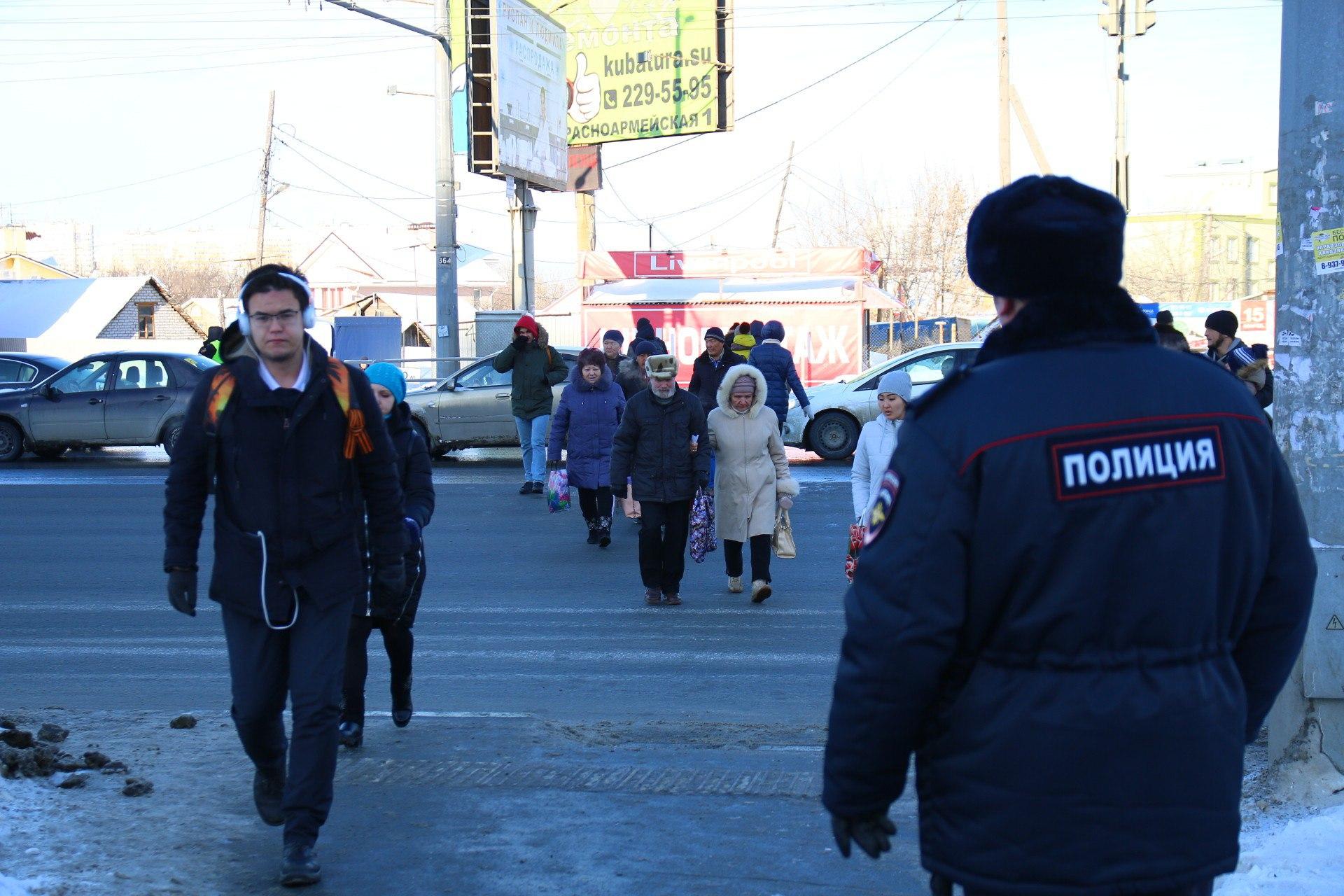 Полиция контролирует не только автомобилистов, но и пешеходов