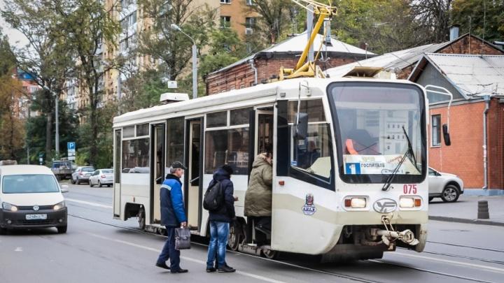 В ростовских трамваях стали принимать оплату банковскими картами