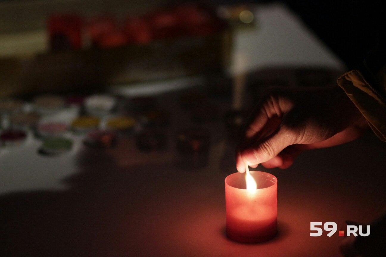 Свечи раздают всем желающим