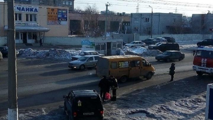 В Волгограде из-за бесхозного пакета оцепили остановку на Менделеева