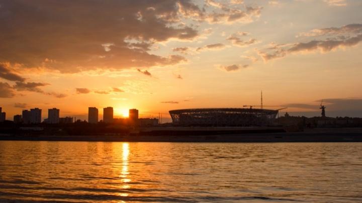Лето, прощай: любуемся последними августовскими закатами от Красноярска до Волгограда