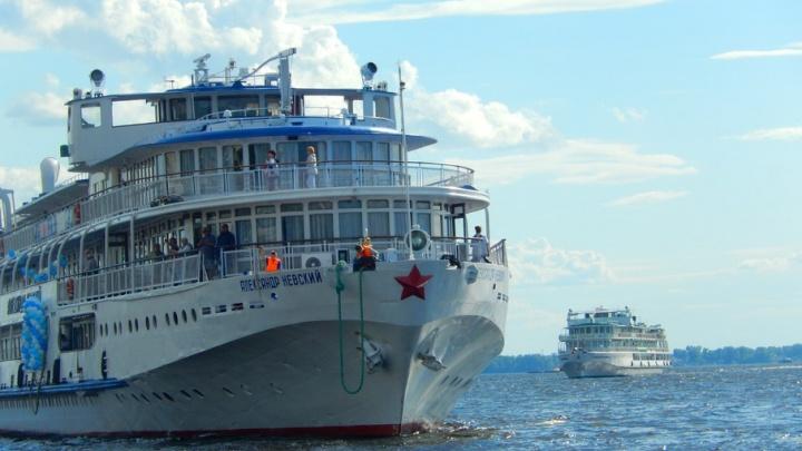 Белоснежные красавцы в самарском порту: горожан пригласили провести отдых на Волге