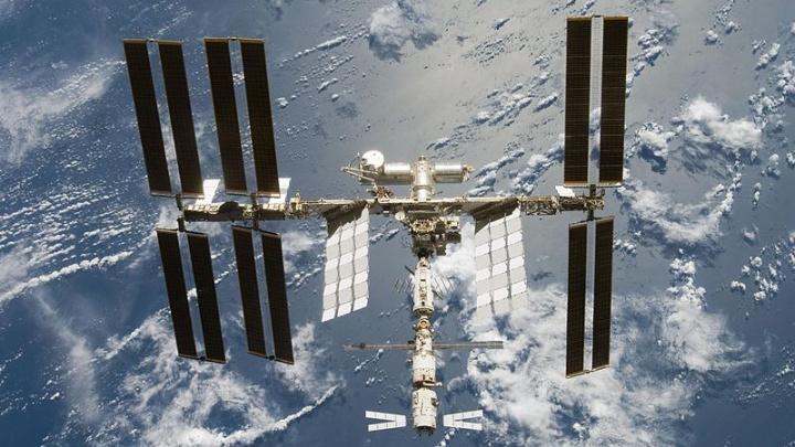 В мае над Пермью пролетит Международная космическая станция. Когда и где искать ее на небе?
