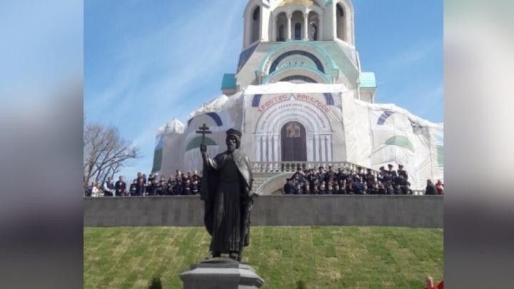 Памятник князю Владимиру на самарской набережной освятил митрополит Сергий