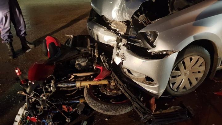 В Прикамье мотоциклист без прав врезался в иномарку