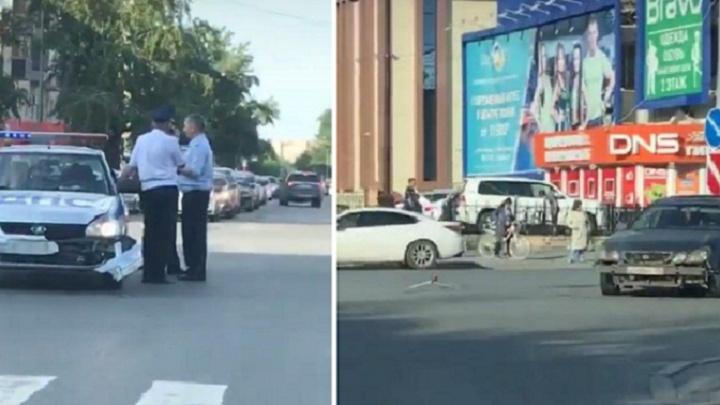 На перекрестке Республики — Холодильная в аварию попала патрульная машина ДПС