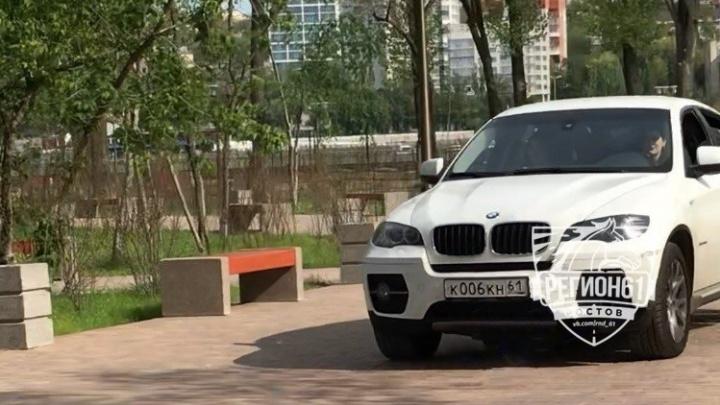 Наказали рублем: ростовская полиция оштрафовала девушку, припарковавшую машину на тротуаре