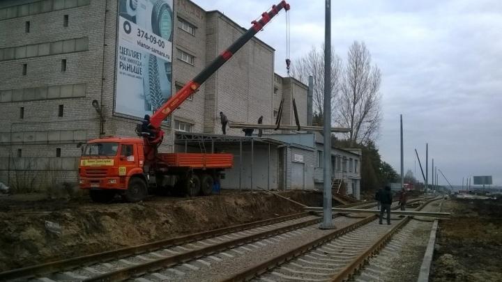 На Ташкентской начали сносить пристрой рядом с трамвайными путями