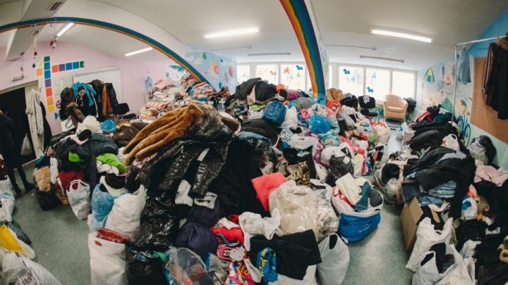 Как беда погорельцев с Олимпийской сплотила тюменцев: люди круглосуточно приносят вещи и продукты