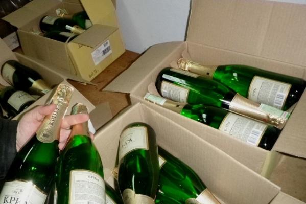 68 литров спиртного везли в салоне и багажнике автомобиля