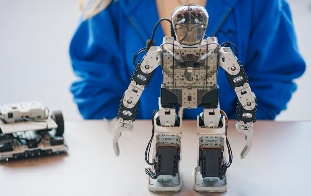 Роботы и дети: как занятия робототехникой помогают понять школьную программу?