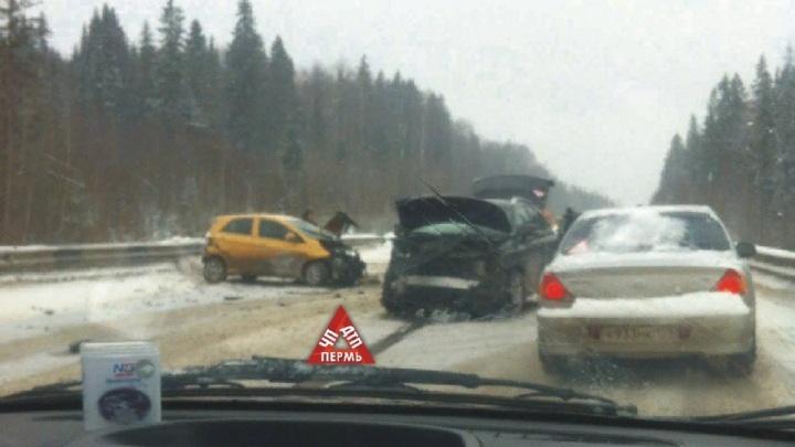 Дорога скользкая, видимость — плохая: из-за аварии на Восточном обходе образовалась пробка