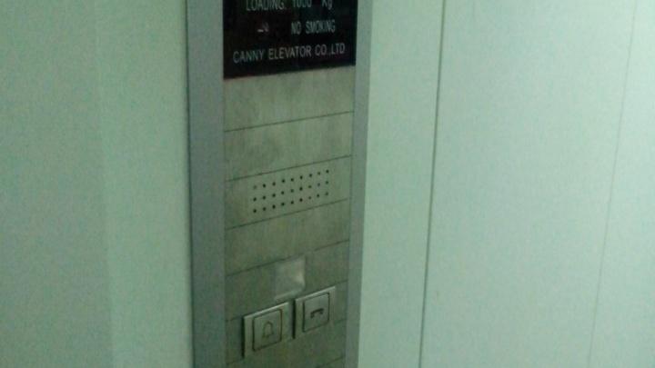В Архангельске расследуют дело механика, из-за которого его коллеге зажало голову лифтом