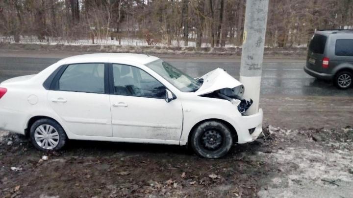 В Тольятти пожилой водитель на Datsun ON-DO врезался в столб