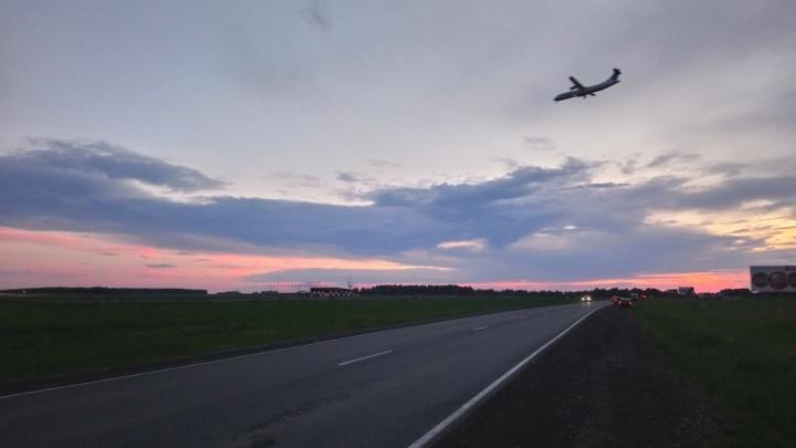 Причины аварийной посадки самолета Сургут–Тюмень: на колесе шасси отслоилась резина