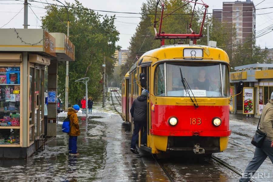 Трамваи по улице запустили через несколько лет после того, как образовалась главная на районе улица.