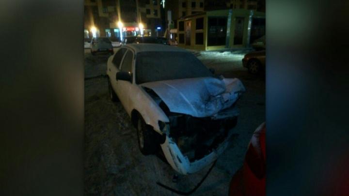 На Тополиной улице столкнулись две иномарки, пострадавшую увезла скорая