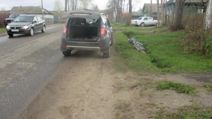 В ярославском поселке внедорожник сбил женщину на велосипеде