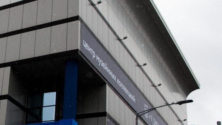 Тюменца, заметившего ошибки на вывеске нового музейного комплекса, отблагодарят за внимательность