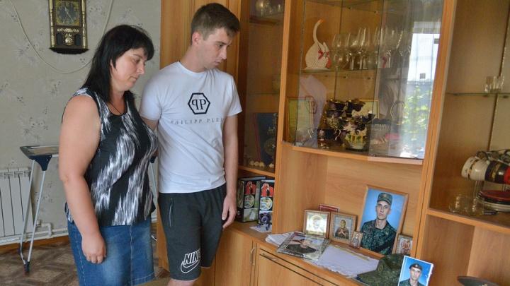 Мать убитого волгоградского разведчика винит в смерти сына его девушку