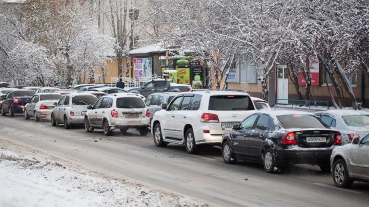 Стоят Мельникайте и 50 лет Октября, в городе продолжается уборка снега