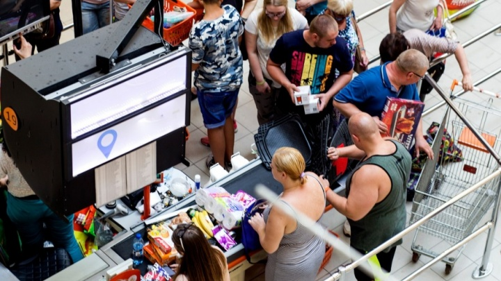 В супермаркеты Ярославля завезли овощи будущего: люди присматриваются к огурцам с вечным сроком годности