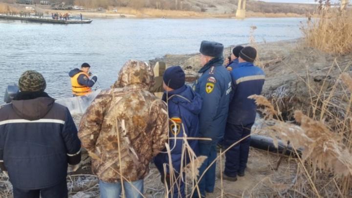 Для ликвидации аварии в Белой Калитве наводят паромную переправу через Северский Донец