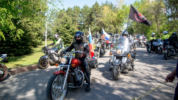Волгоградские байкеры открыли мотосезон музыкой, шашлыком и стриптизом