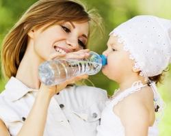 «Люкс вода» подарит мамам 25 бутылок воды