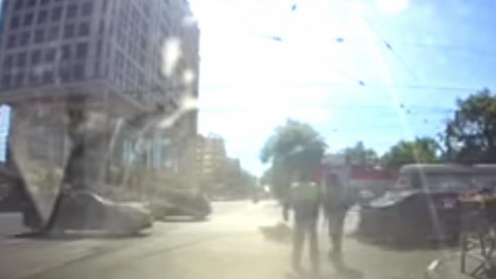 Очевидцы: в Самаре около гостиницы Lotte сбили двоих полицейских