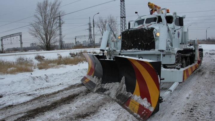 Танк МЧС отправился спасать водителей Волгограда на дороге к Селезневке