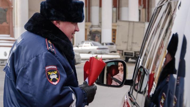 Волгоградские инспекторы ДПС: «Нам не жалко тысяч роз для прекрасных женщин»